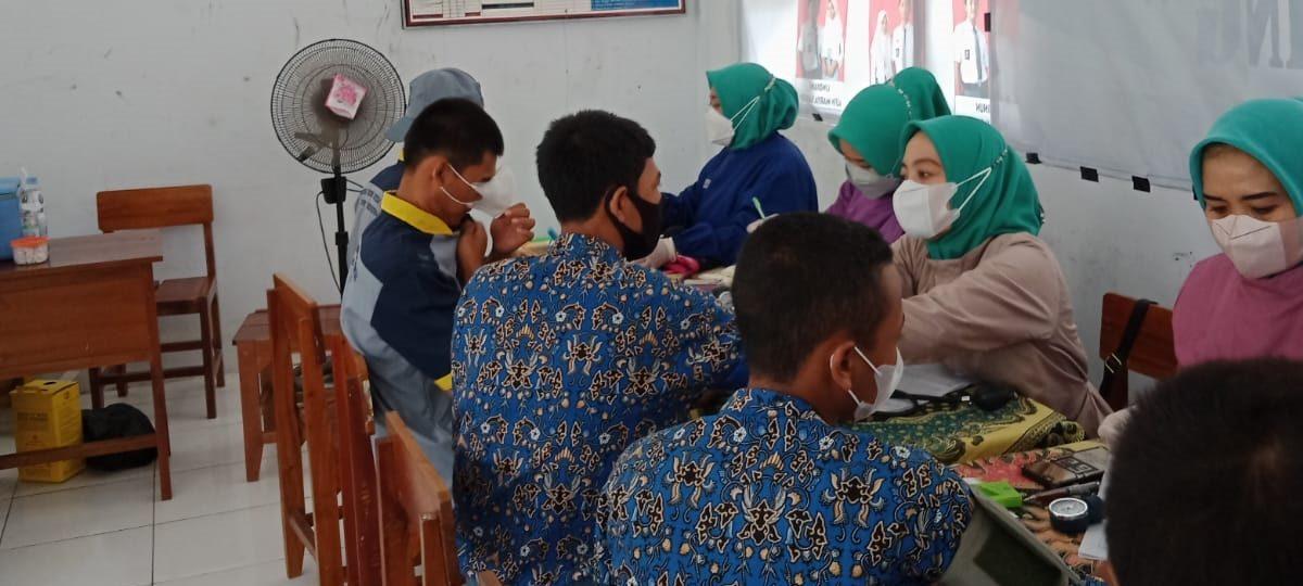 SMK Cibening Cibingbin Sukses Gelar Vaksinasi